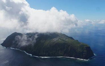 foto da drone dell'isola di aogashima